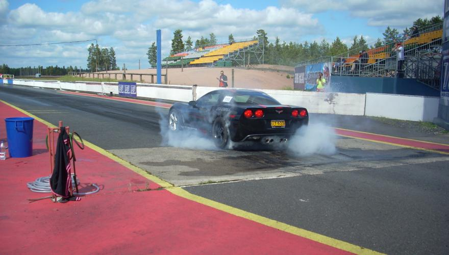 Corvette C6 Drag race